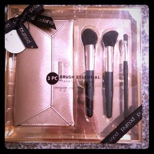 🎁Polish'd 3Piece Make Up Brush and Clutch Set